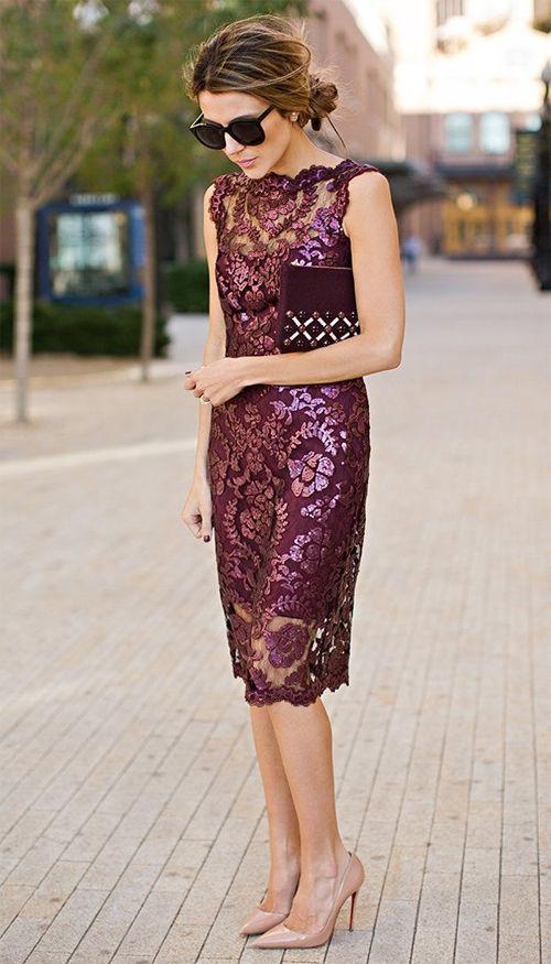 Яркое платье и нейтральная обувь