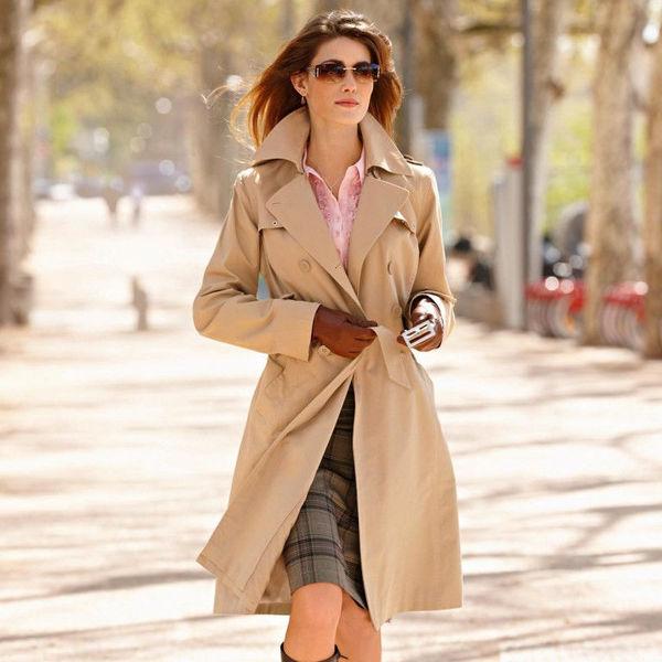 adc98e46b480 Плащ для женщины старше 40 лет: пять важных деталей, с чем носить - Я  Покупаю